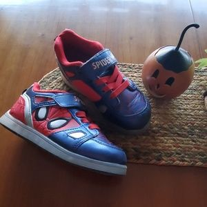 Spiderman LIGHT UP SHOES SZ 11 toddler